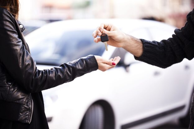 dealer handing over keys